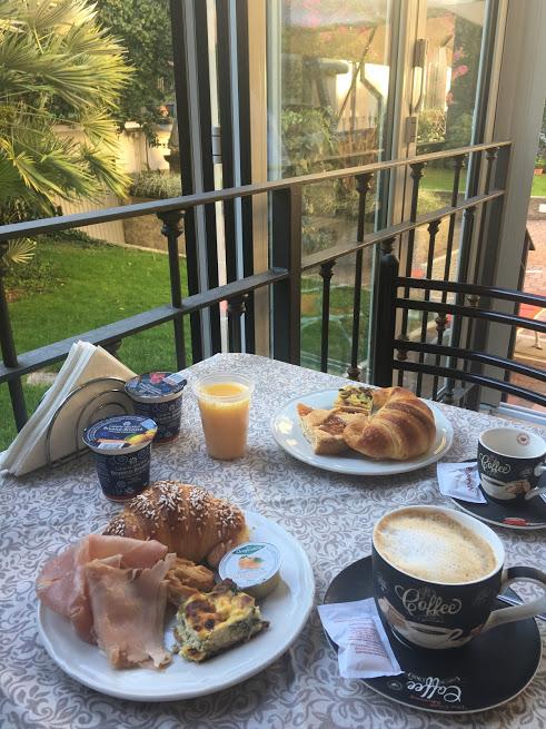 charly-breakfast